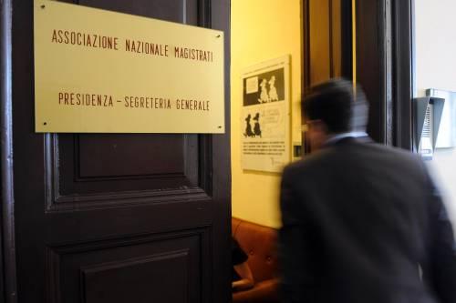 """Assalto giudiziario: le toghe sfidano Berlusconi  L'Anm: """"Attacchi ai pm contro la Costituzione"""""""