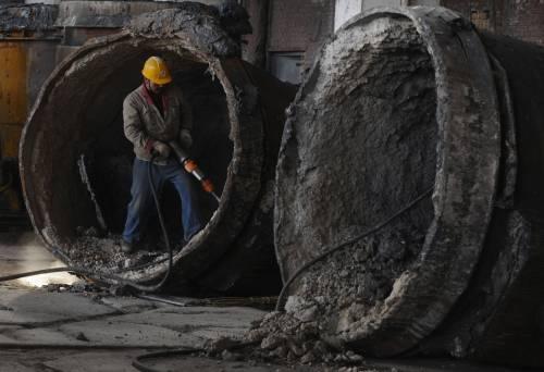 La ricetta del governo per rilanciare l'economia  Riforma degli incentivi: 50% delle risorse a pmi