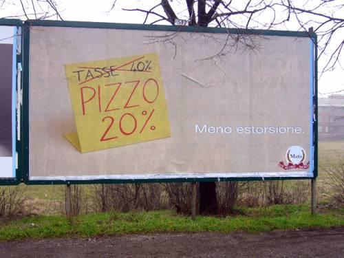 Le foto che imbarazzano Piacenza  Sui manifesti un inno alla mafia