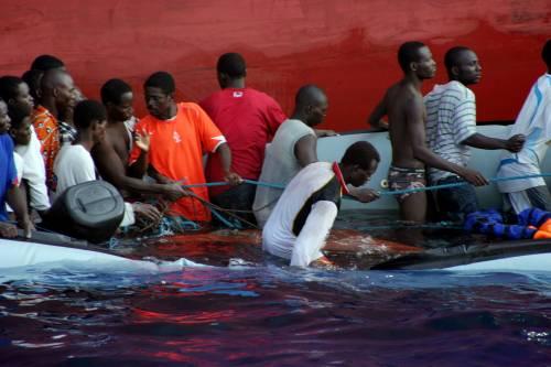 """Gli immigrati fuggono dai """"nuovi"""" paradisi arabi  L'Italia in emergenza può ringraziare Obama..."""
