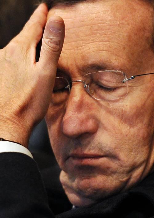 """Fini va da Santoro e spara contro Berlusconi:  """"E' eletto dal popolo, non unto dal Signore"""""""