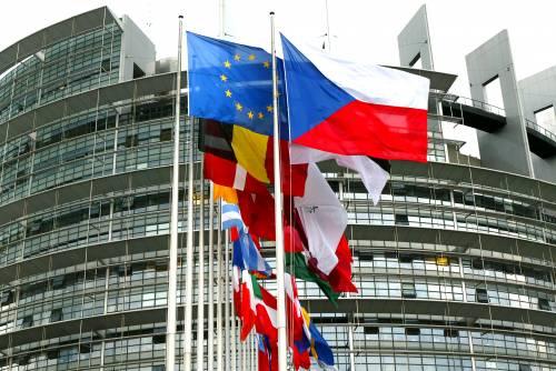 I deputati Ue si premiano   con altri 1.500 euro al mese