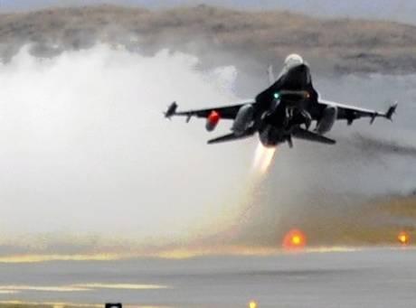 """Libia, altri raid su Tripoli  Ma Gheddafi annuncia:  """"Misurata ora è libera"""""""