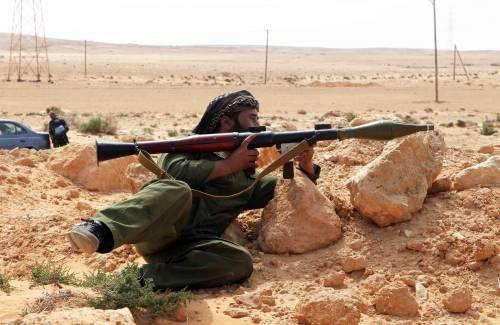 """Libia, Gheddafi non molla e torna ad attaccare:  """"Si dimettano i leader dei paesi occidentali"""""""