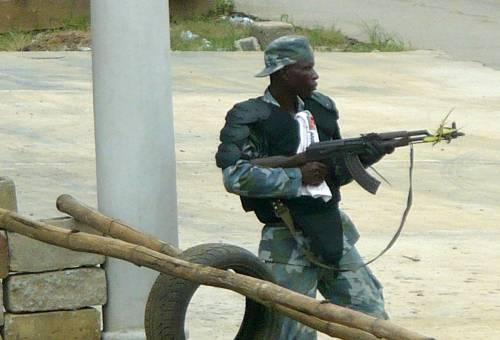 Costa d'Avorio, l'altra guerra della Francia   Gbagbo si arrende e chiede protezione all'Onu