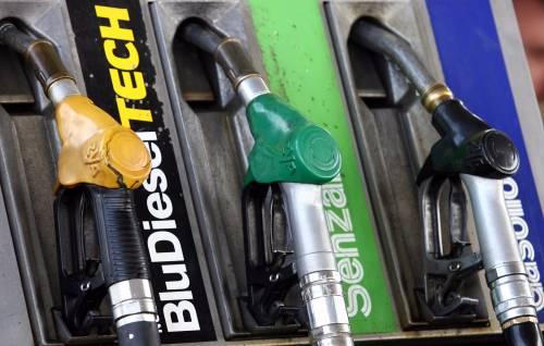 Benzina, record storico  La verde a quota 1,584  Per crisi libica e accise