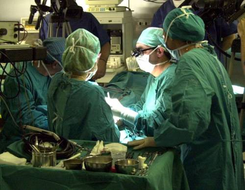 Il caso di malasanità: chirurgo rimuove rene credendo sia un tumore