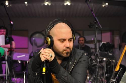 Su Radio2 Giuliano Sangiorgi torna a cantare  A febbraio l'intervento alle corde vocali
