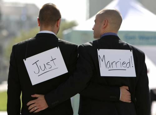 Gay pizzicati al Colosseo, non era solo un bacio  I due ragazzi condannati a due mesi di carcere
