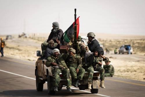 """I ribelli libici: """"L'Italia ci rifornirà di armi""""  Ma la Farnesina: """"Smentiamo categoricamente"""""""