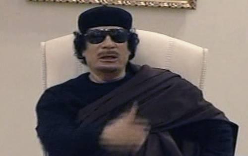 Libia, Gheddafi appare alla tv di Stato: ma è lui?  Ucciso un cittadino francese, fermati altri quattro