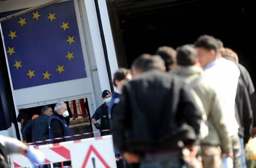 """Svelato il bluff dell'Ue:  """"Lotta ai clandestini?   Macché, porte aperte..."""""""