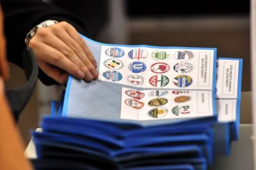 Ballottaggi, ultimi elettori ai seggi  Segui i risultati in diretta con noi
