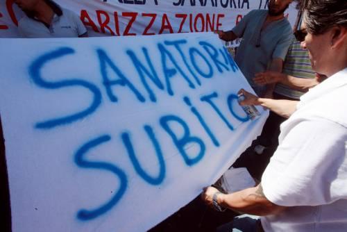 Da immigrati e no global  conto salato per Pisapia:  sanatoria e no sgomberi