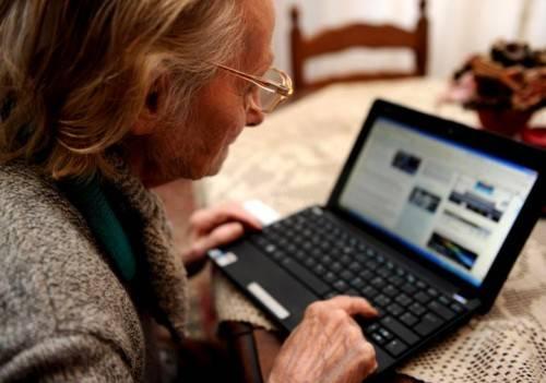 Paese di navigatori, un italiano su due è online