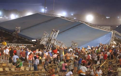 Raffica di vento fa crollare il palco al concerto  Tragedia in Indiana: cinque vittime e 45 feriti