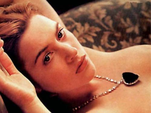 """""""Seno rifatto? Amorale""""  E Kate Winslet fonda  la lega contro il botox"""