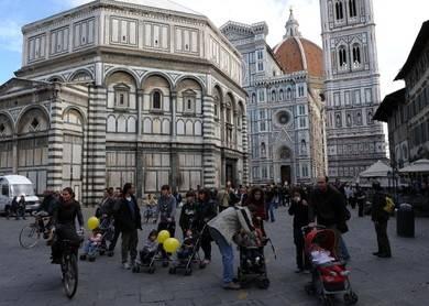 """Al Duomo di Firenze (se paghi) salti la coda  Sette euro per avere la """"priorità"""" sugli altri"""