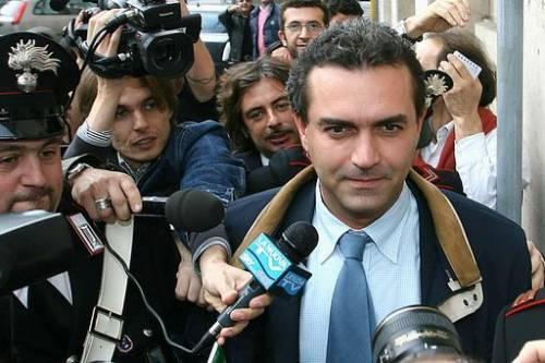 Alemanno e de Magistris  duellano sullo stipendio:  prendo solo 4mila euro...