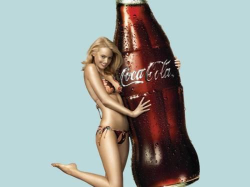 Bere Coca-Cola? In Francia può costare caro  Contro l'obesità una tassa sulle bibite gassate