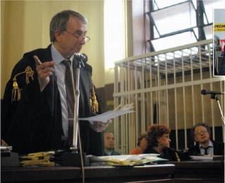 Il sindaco si rimette la toga e prova a difendere Maran