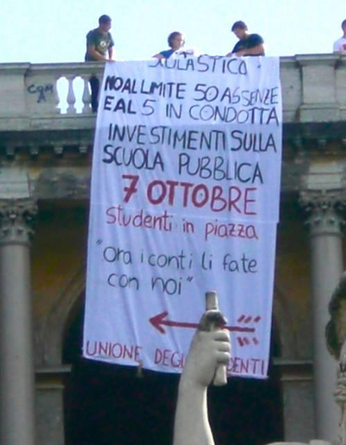 Oggi riaprono le scuole:  otto milioni sui banchi  E si parla già di sciopero