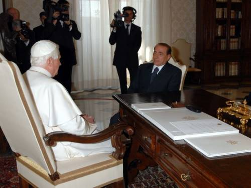 L'ultima di Repubblica:  consiglia a Benedetto XVI  di scomunicare il Cav
