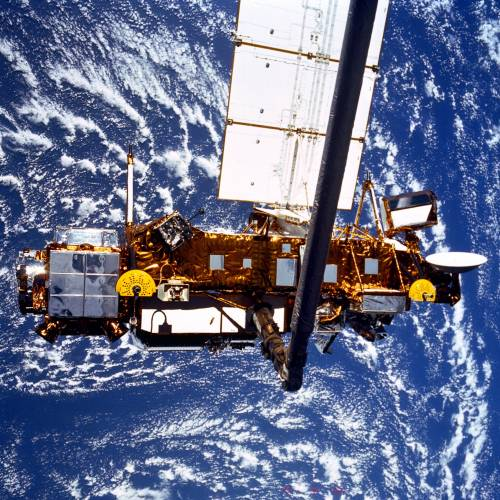 """Il satellite cade nel Pacifico: cessato l'allarme  Ma la Nasa: """"Possibili frammenti sul Canada"""""""