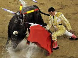 Barcellona dice addio a matadores e tori  Stasera l'ultima corrida, poi scatterà il divieto