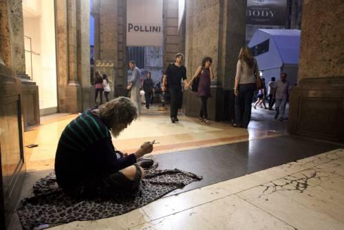 Abusivi e mendicanti:   la Galleria di Milano  è finita in un tunnel