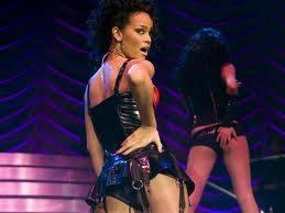 Rihanna resta in topless e fa infuriare un contadino