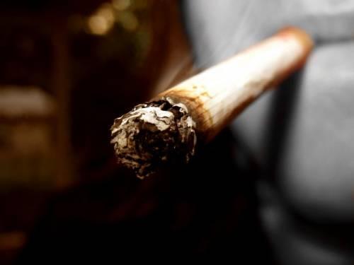 """Gb, stretta sui fumatori  """"Rimossi i distributori  automatici di sigarette"""""""