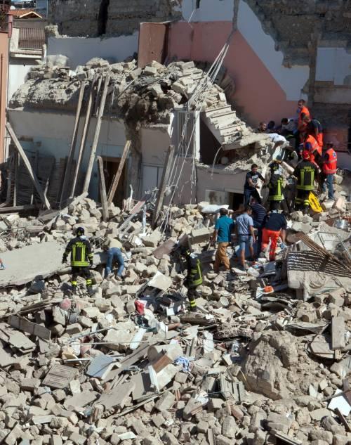 Crollo a Barletta, il Colle: sciagura inaccettabile  Operaie al lavoro in nero per 3,95 euro all'ora