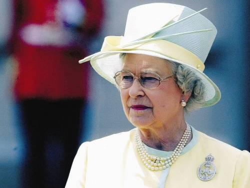 Giustizia è stata fatta: a partire da novembre  niente più paga minima per lo staff della regina