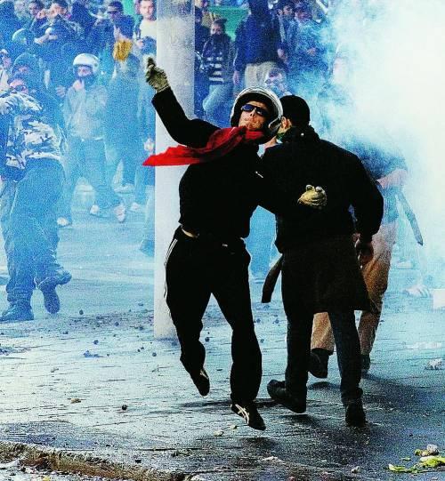 Svelato il piano segreto dell'opposizione:  portare la protesta dei black bloc alla Camera