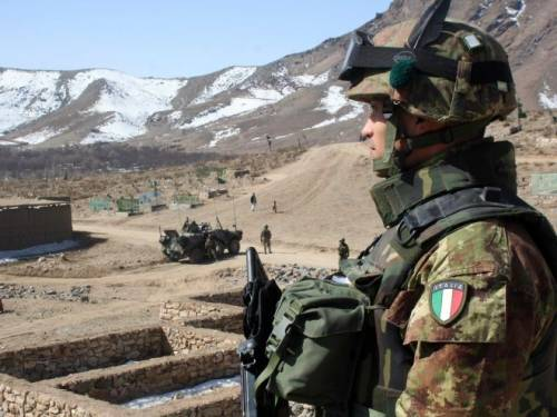 Afghanistan, ordigno esplode contro un blindato Feriti in maniera lieve cinque soldati italiani