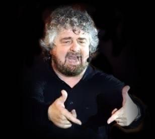 La sua Genova è nel caos Beppe Grillo ne approfitta sputando veleno su tutti