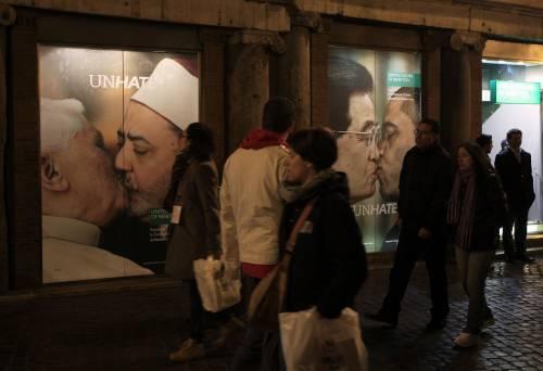 Class action e azioni legali contro lo spot di Benetton L'ira di Vaticano e islamici