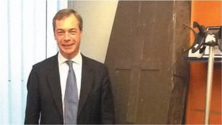 """L'eurodeputato Nigel Farage: """"La Germania della Merkel vi sta distruggendo"""""""
