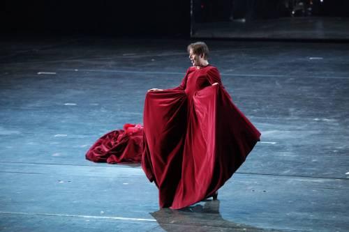 Mozart alla prima della Scala Uovo contro l'auto di Monti e applausi all'Inno di Mameli