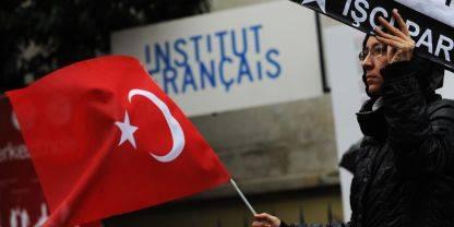 Francia: reato negare il genocidio armeno Erdogan: ferita grave