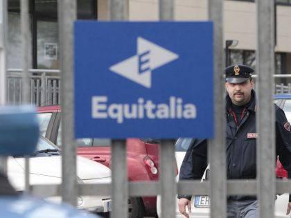 Due attacchi a Equitalia Un ordigno a Foggia Incendio a Modena