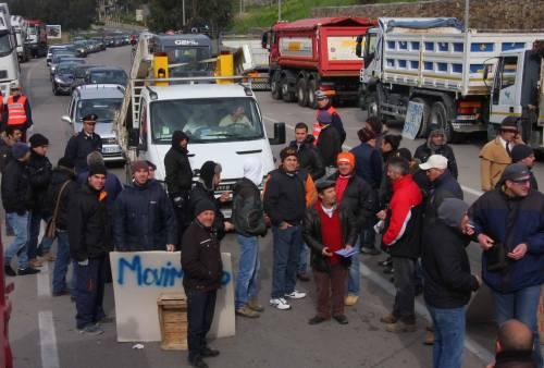 Sicilia ancora bloccata: i Forconi vanno avanti Serrata o speculazione?