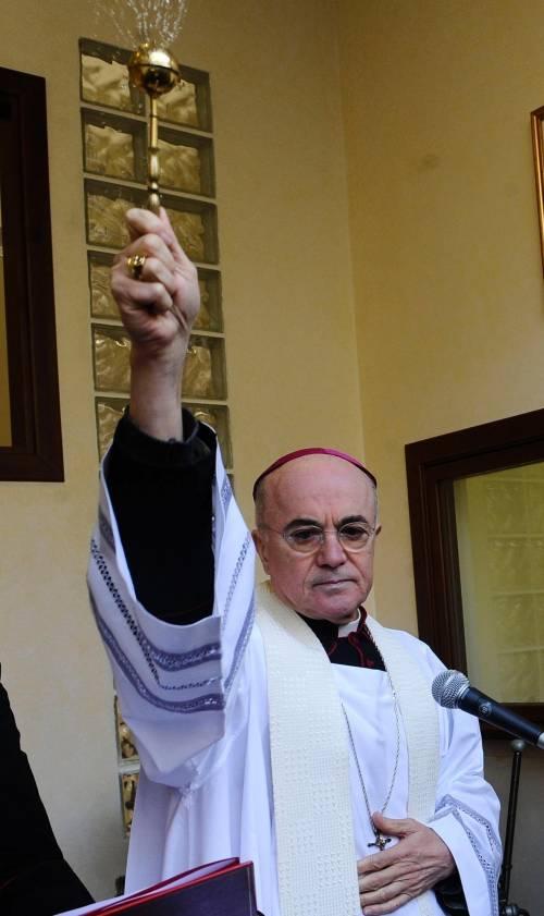 Le trame del Vaticano Affari e guai di famiglia  del vescovo Viganò