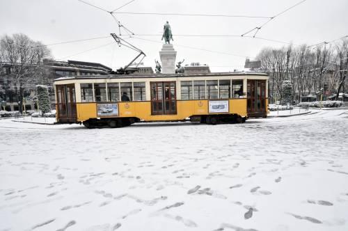 E' normale che la neve<br />mandi in tilt un Paese?<br />Milano, muore clochard