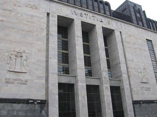 Troppo freddo in tribunale? A Milano il giudice sospende l'udienza sul processo Mills