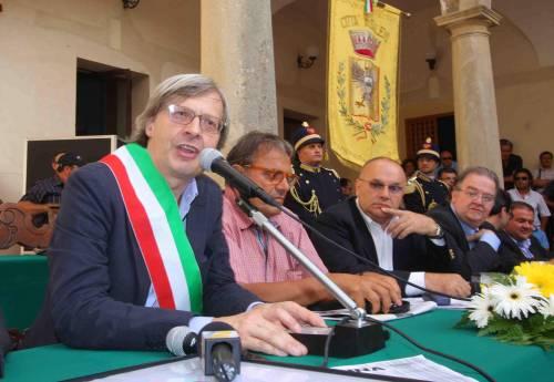 """Sgarbi non è più sindaco: """"In Sicilia sono in pericolo"""" Ecco perché si è dimesso"""