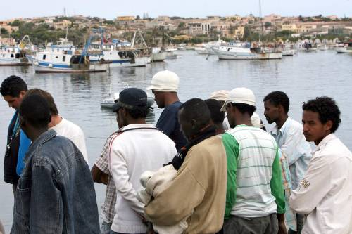 """Immigrati, Italia condannata<br />per i respingimenti in Libia<br />Farnesina: """"Diritti rispettati"""""""
