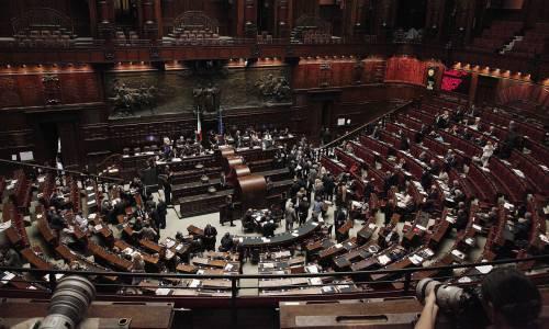 Riforme, la bozza dei tecnici: parlamentari tagliati del 20% e maggiori poteri al premier