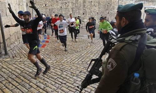 Gaza, vietate pure le Adidas perché sono lo sponsor della corsa di Gerusalemme